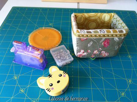 La cajita, la uso para cosas pequeñitas, pero que me gusta tener controladas, no en el fondo de un cajón.