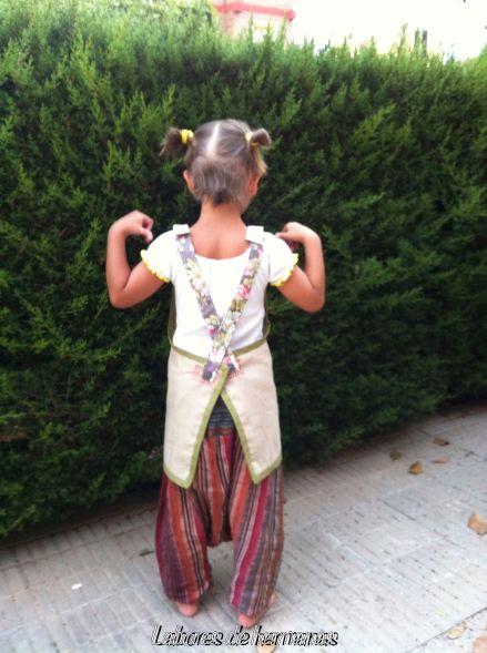 Si, sin duda, esta niña apunta maneras...